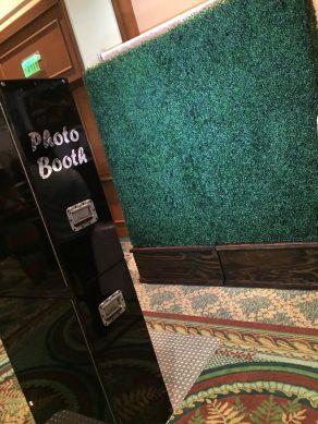 Vine Wall Booth - Black Open Air